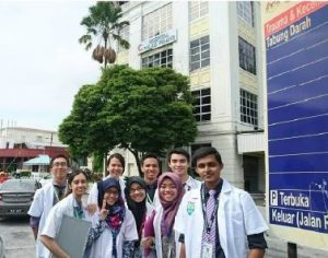 Photo of MOSC Students with With Surgery Unit C2 at Penang Medical College