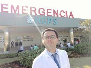 Abdel in front of Hospital General de la Plaza de la Salud emergency center